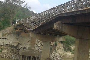 Dân khốn đốn vì cầu, đường hư hỏng