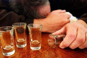 Quảng Nam: Uống rượu lạ, 4 người tử vong