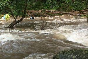 Đắk Lắk: Tìm thấy thi thể 2 cô gái bị nước cuốn trôi