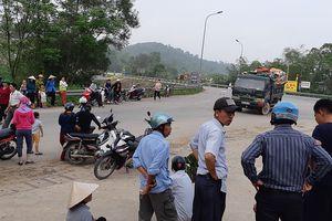 Người dân ra đường chặn xe chở rác vì bãi rác gây ô nhiễm