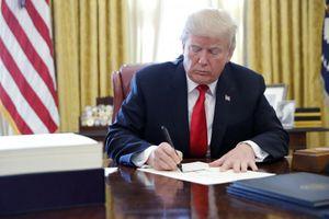 Tổng thống Trump ký ban hành đạo luật khuyến khích quan chức thăm Đài Loan