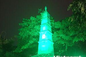 Hà Nội 'nhuộm xanh' Tháp Bút kỷ niệm ngày quốc khánh Ireland