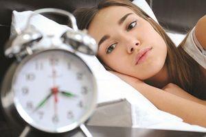 Vì sao người trẻ mắc hội chứng mất ngủ của người cao tuổi?