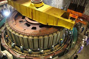 Lắp đặt thành công Rotor tổ máy H6 của Nhà máy Thủy điện Hòa Bình