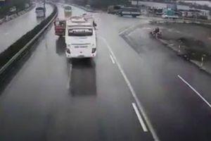 Xe khách đâm xe cứu hỏa: Không nhận được cảnh báo?