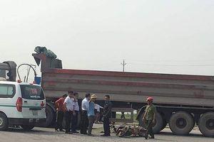Người mẹ mang bầu và con trai 3 tuổi chết thảm dưới bánh xe tải