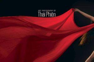 95 bức ảnh khỏa thân và 'cảm xúc' của Thái Phiên được cấp phép lưu hành