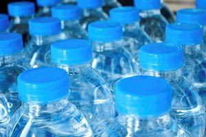 Sự thật hãi hùng sau những chai nước đóng chai bạn dùng hằng ngày