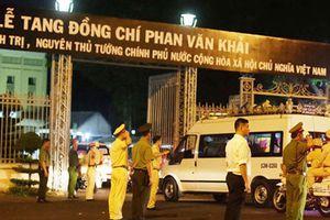 Người dân xếp hàng dài tiễn linh cữu nguyên Thủ tướng Phan Văn Khải