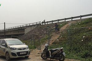 Ai đang tiếp tay cho dân xé rào sắt đón xe trên cao tốc Nội Bài – Lào Cai?