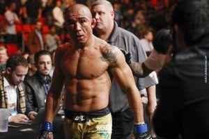 Không giải quyết được ở UFC kéo sang MMA