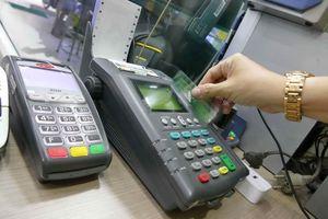 Phí ngân hàng 'bủa vây' người dùng
