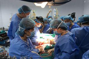 Vì sao bác sĩ phải quan tâm đến tiền khi ghép tạng cho bệnh nhân?