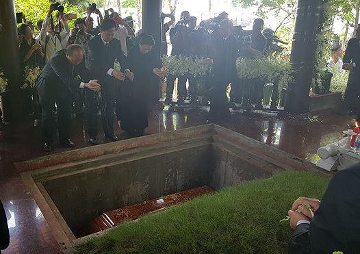 Cố Thủ tướng Phan Văn Khải hòa mình vào lòng đất mẹ Củ Chi
