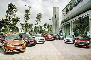 Loạt ôtô mới cắt trang bị, giảm giá 'câu khách' Việt