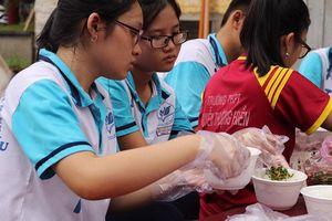 Chuyện về nhóm học sinh tự thành lập nhóm thiện nguyện