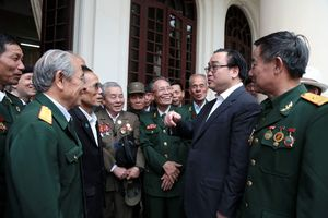 Lãnh đạo thành phố gặp mặt chiến sĩ cách mạng bị địch bắt tù đày ở trại giam Phú Quốc