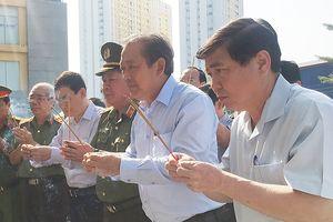 Phó Thủ tướng thắp hương ở hiện trường vụ cháy Carina