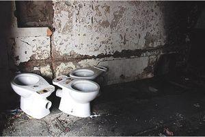Xót xa khu tập thể 'đất vàng' 93 Láng Hạ thành nhà hoang chứa rác