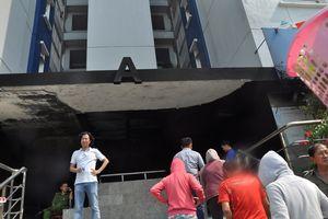 Vì sao cửa ngăn khói bị mở và chèn gạch khi chung cư Carina Plaza cháy?