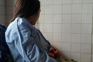 Cô giáo bị bắt quỳ gối: 'Tôi rất đau đớn!'