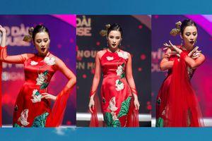 Chán hở bạo, Angela Phương Trinh diện áo dài làm vedette trong show Thủy Nguyễn