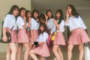 Lớp học ở Lào Cai bỗng dưng nổi tiếng vì có nhiều gái xinh