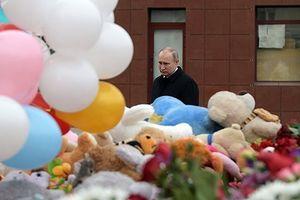 Nước Nga để tang các nạn nhân trong vụ cháy Trung tâm thương mại
