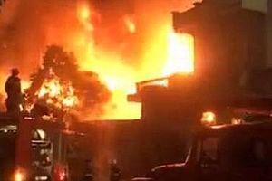 Cháy kinh hoàng xưởng gỗ trên đường Lê Thánh Tông