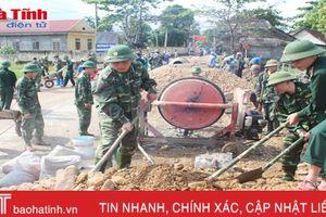 Biên phòng Hà Tĩnh hỗ trợ xã Kỳ Hà làm 3,7 km đường GTNT