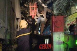 Tai nạn giao thông, khẩn cấp cứu các nạn nhân lúc mờ sáng