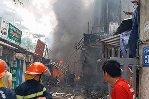 Hà Nội: Cháy chợ Quang khiến nhiều người dân hoảng loạn