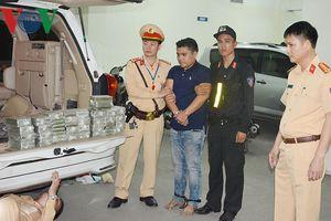 Clip: Bắt vụ vận chuyển 100 bánh heroin trên xe ô tô biển số Lào