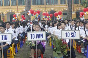 'Dê vàng' đưa hàng vạn học sinh vào lớp 10 trường dân lập
