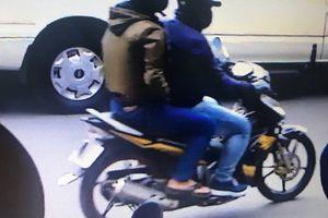 VIDEO cận cảnh hai tên cướp ngân hàng ở Tân Phú