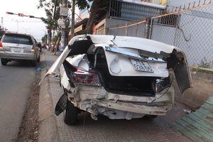 Xe trộn bê tông ủi 3 ô tô trên cầu Tiền Giang
