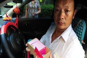 Cha già lái taxi tìm con suốt 24 năm và cái kết bất ngờ