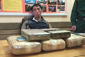 Truy bắt 2 người Lào vận chuyển 18.000 viên ma túy vào Việt Nam