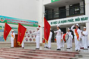 Tổ chức chào cờ trong tất cả các cơ quan, đơn vị ít nhất một lần mỗi tháng