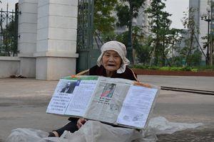 Cụ già 88 tuổi gãy cả hai chân 'bị người thân khai tử' lên Hà Nội đòi nhà