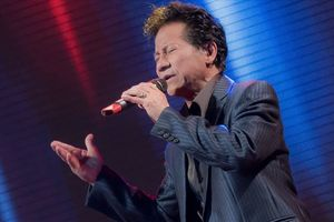 Sau đăng quang Hoa hậu, Hương Giang được Chế Linh mời hát trong liveshow