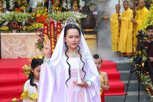 Hàng vạn Phật tử trẩy hội Quán Thế Âm