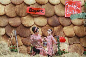 Pose ảnh siêu xinh tại Chợ Tết Ecopark