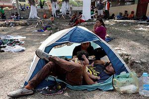 Biên giới Mỹ-Mexico 'vỡ trận', hàng ngàn người di cư tiến tới biên giới