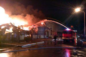 Cháy dữ dội tại Công ty Texhong Ngân Long, Quảng Ninh