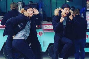 Fan 'chết ngất' vì độ đẹp trai và đáng yêu của Park Hyung Sik ở hậu trường phim 'Suits'