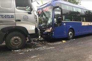 Kon Tum: Xe đầu kéo đối đầu xe tải trên đường Hồ Chí Minh