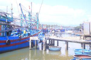 Cảng cá xuống cấp, tai nạn rình rập tàu thuyền