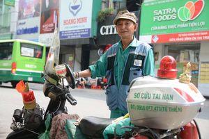 Ông già nhặt rác giữa Sài Gòn và chuyện nghĩa hiệp thích bao đồng