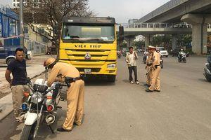 Bất chấp quy định xe tải trọng lớn vẫn đi vào giờ cấm, đường cấm Hà Nội